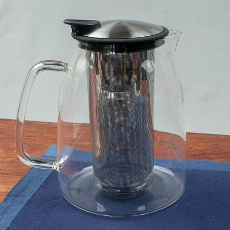 Mist Iced Tea Jug for loose leaf tea. Borosilicate glass with stainless steel infuser.